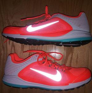 NWOT. Nike ZM Elite 6.